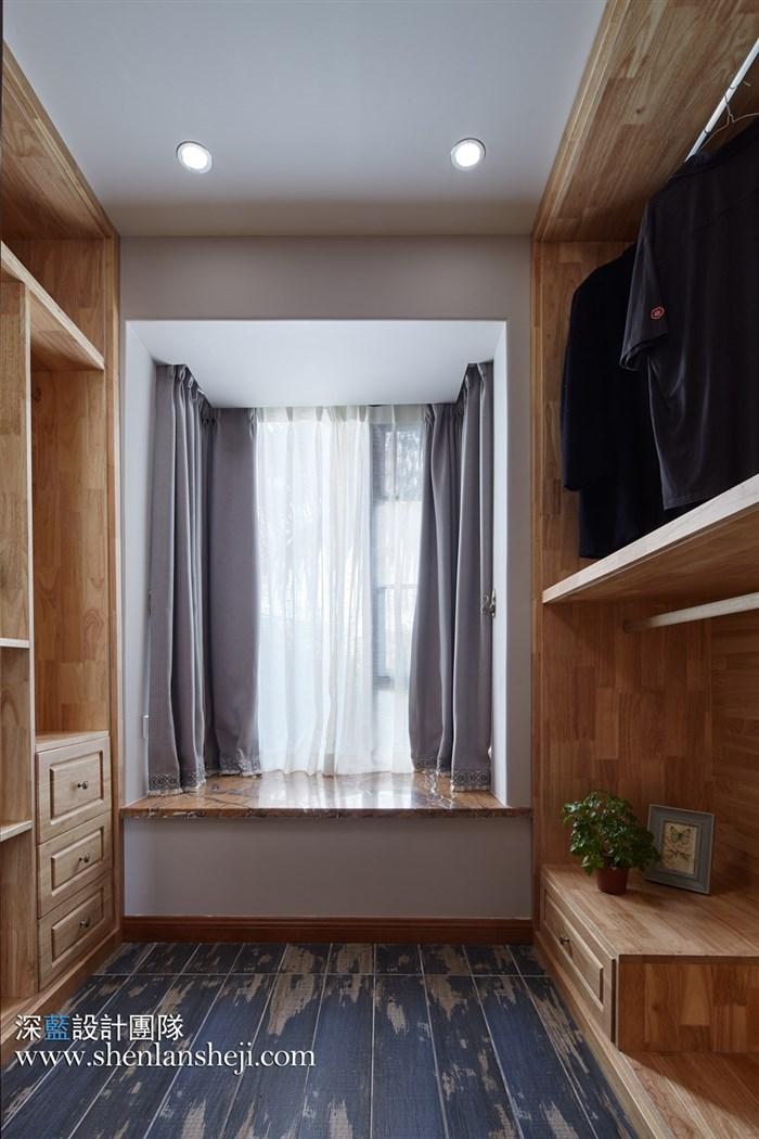 右边带门简美风格电视墙效果图