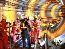 原因何在?深圳地铁隧道一个半月里连连被挖穿