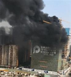 东莞报业大厦旁一楼盘发生大火!开发商:是消防演习