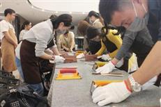 体验手工木筷乐趣 传承千年匠艺文化