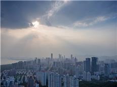 """深圳客退潮一周年!房企准备""""过冬""""?"""