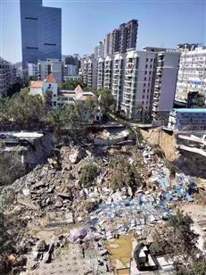 深圳罗湖一城市更新项目工地坍塌 随即附近道路下陷
