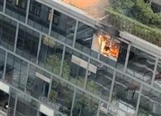 深圳卓越时代广场裙楼突发火灾,窗户玻璃直往下掉!目前火已扑灭-咚咚地产头条